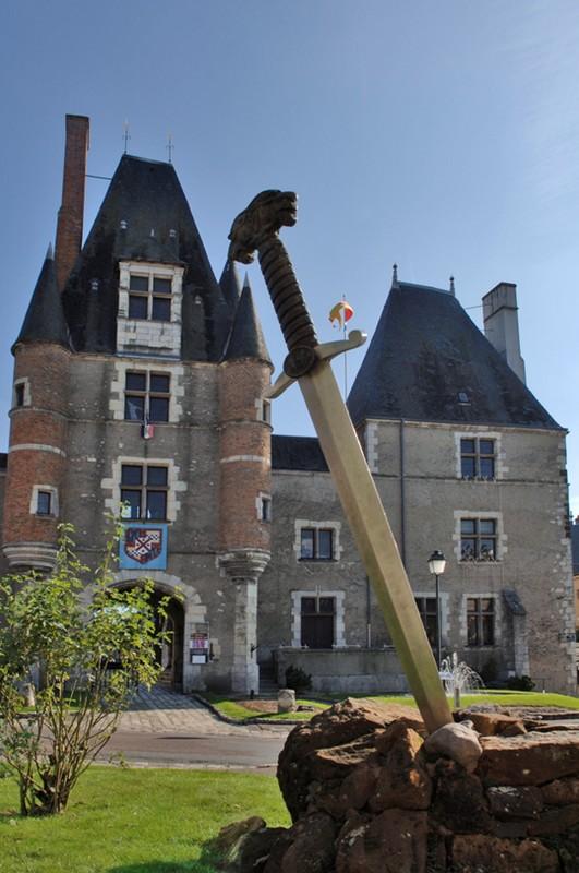 Symbole de l'Auld Alliance devant le Château des Stuarts – Aubigny-sur-Nère